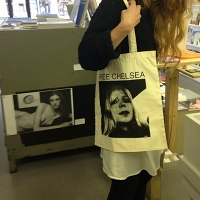 Free Chelsea Manning Tote Bags